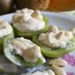Barchette di kiwi e formaggio