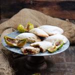 Biscotti mezzelune con confettura di fichi fatta in casa