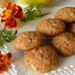 Biscottini con farina integrale e di farro, al miele, olio, amaretti e mela