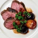 Carne di anatra al vino rosso, fichi e prugne
