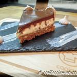 cheesecake al cioccolato fondente con meringhe al cacao