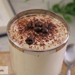 Crema fredda al caffè preparata con lo yogurt
