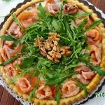 Crostata salata salmone, rucola e noci