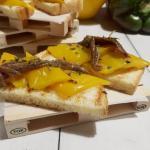 Crostino con peperone giallo di carmagnola