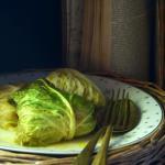 Fagottini di verza con patate e salsiccia