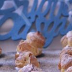 Finti coniglietti con fragole e panna