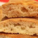Focaccia con farina di ceci, rosmarino e lievito madre