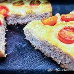 Focaccia integrale soffice con pomodorini