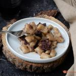 Gnocchi di patate con salsiccia al vino rosso