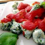 Gnocchi di ricotta e spinaci al pomodoro e basilico