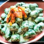 Gnocchi di spinaci con vellutata di fontina e guanciale croccante