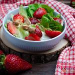 Insalata di fragole e nocciole