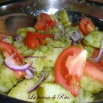 Insalata di patate con pesto e pomodori