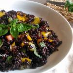 insalata di riso venere con verdure saltate