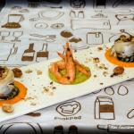 involtini di sgombro con olive taggiasche, pomodori secchi, uvette e nocciole su crema di peperone con gamberi su crema di zucchine