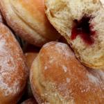 Krapfen con confettura di ciliegie