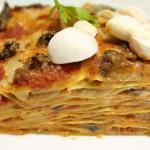 Lasagna cremosa con funghi champignon