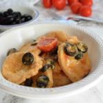 medaglioni di pollo alla paprika e olive nere