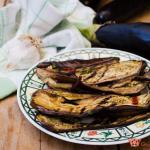 melanzane arrostite con menta e peperoncino