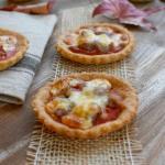 mini quiche di polenta con salsiccia e asiago