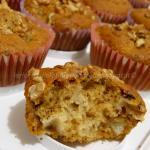 Muffin con pere, cioccolato e noci, al miele