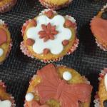 Muffin limone e mandorle con decori in pasta di zucchero