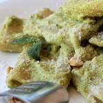 Paccheri con crema di zucchine, ricotta e nocciole..