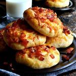 Panini fatti in casa con patate al bacon e scamorza