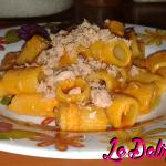 Pasta con crema di peperoni e tonno