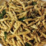 Pasta con pesto di zucchine e pistacchi