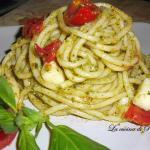 Pasta con pomodorini, pesto e provola