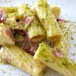 pasta con speck e pesto di pistacchi