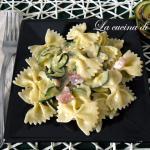 Pasta con zucchine, gorgonzola e speck
