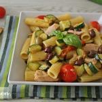 Pasta con zucchine, tonno  e olive taggiasche
