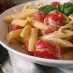pasta fredda con pesto, pomodorini e philadelphia