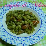 Pasta pesto gorgonzola e pomodorini