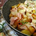 Patate croccanti in padella con mozzarella e prosciutto