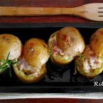 Patate ripiene di formaggio e salsiccia