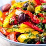 peperoni in padella con capperi e olive nere