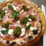 Pizza crudo, stracciatella e Nergi