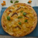 Pizza semi integrale alla crema di datterini gialli e fiordilatte