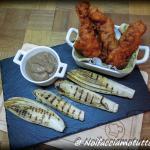 pollo fritto con salsa di cipolle e indivia grigliata