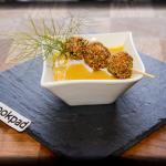 Polpettine di orata speziate su gazpacho di peperone giallo