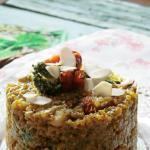 Quinoa con pesto di broccoli e pomodori secchi