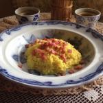 risotto al curry con mele e prosciutto croccante