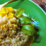 risotto al limone , pepe nero e fiori edibili