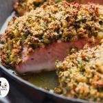 salmone allo zafferano mollica e mandorle