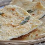Schiacciata di farro salvia aglio e parmigiano