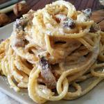 Spaghetti alla crema di noci e pancetta