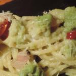 Spaghetti con crema di broccolo romanesco e guanciale